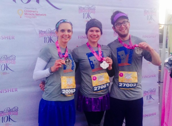 Posing with Justina (middle) and Phillip (right) after our 10K finish